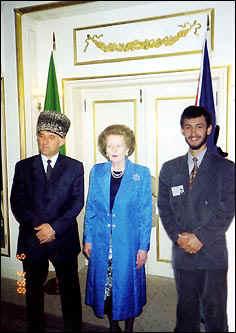 М. Тэтчер и А. Масхадов - рядом по-настоящему (Лондон, 1998 г.). Х. Теркибаев - подмонтированный.